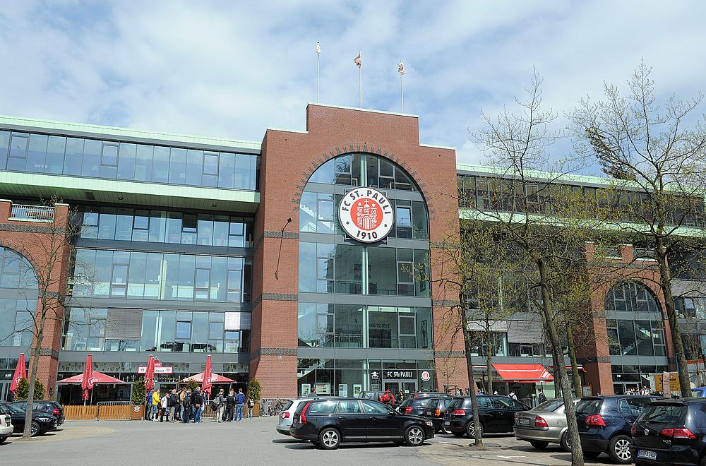Digitalisierung beim FC St. Pauli: PMS installiert IPTV und Digital Signage Lösung